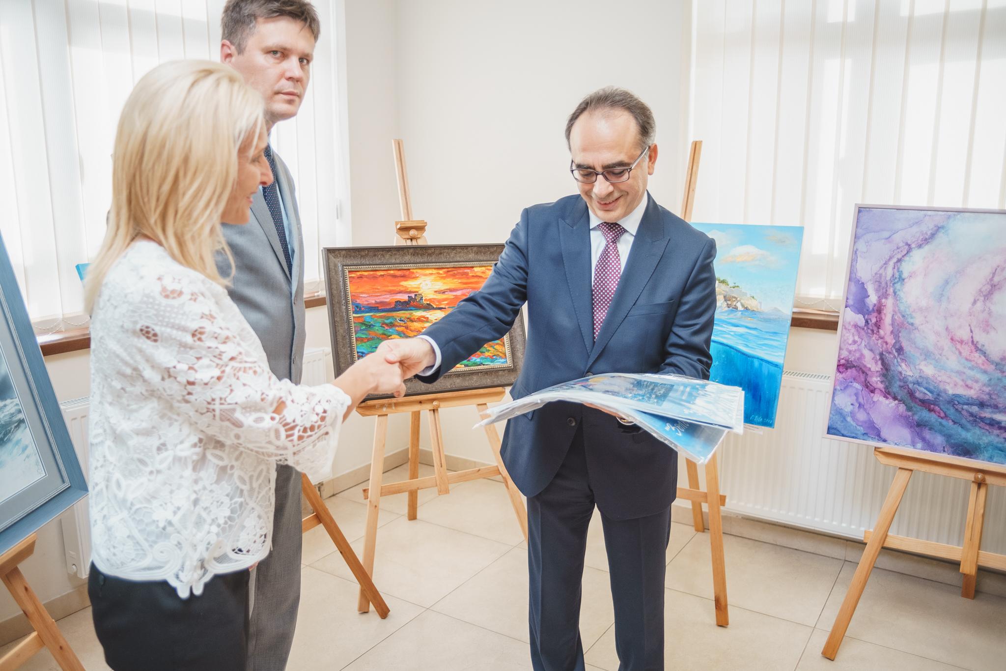 Міжнародна виставка живопису «Барви світу»